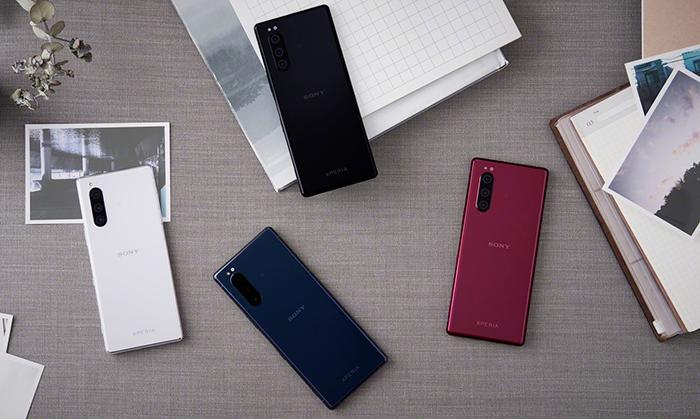 Parte trasera del Sony Xperia 5 en varios colores